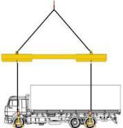 Комплект для подъема грузовых автомобилей: траверса с четырьмя захватами 7СЭС1/3-5,0 и 7СЭС1/3-7,0